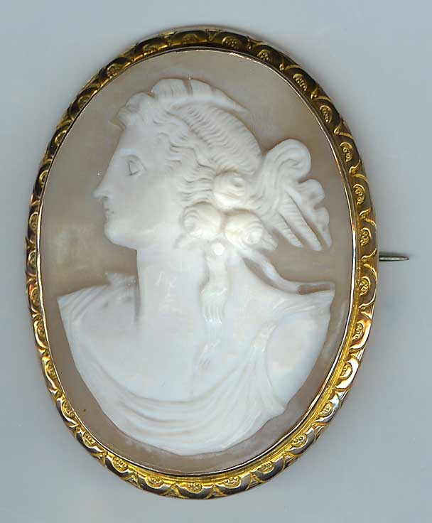 Lovely Old Cameo Brooch