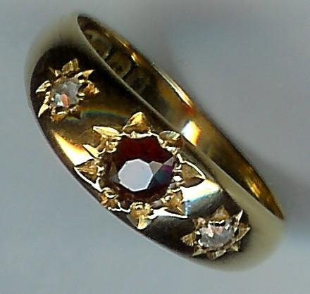 Lovely Old 18ct Gold Garnet and Diamond 3-Stone Ring