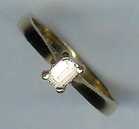 Pretty Emerald-Cut Single-Stone Diamond Ring