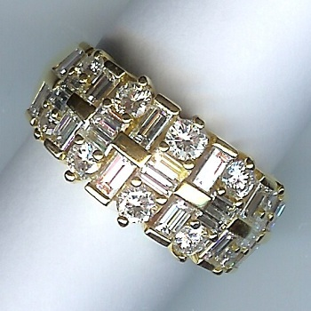 Amazing 32-Stone Diamond Band, Total Approx 1.25cts