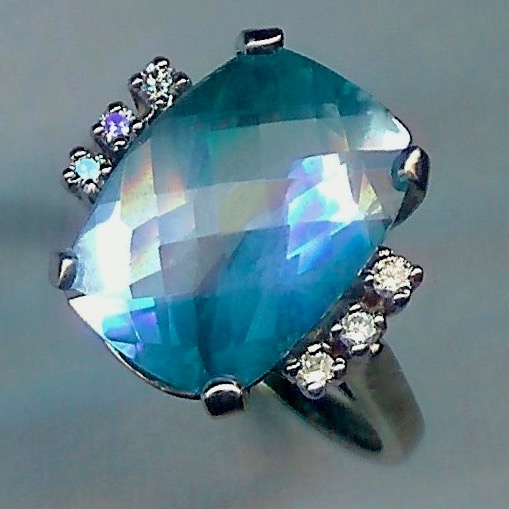 Thrilling Classic Aquamarine & Diamond Ring