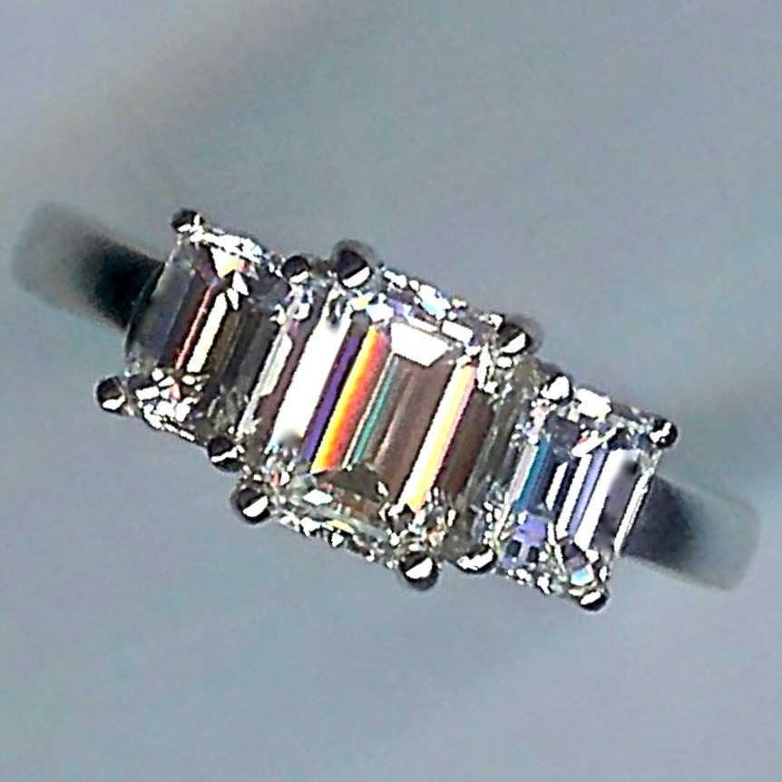 Stunning Emerald-Cut 3-st Diamond Ring tot.2.00ct