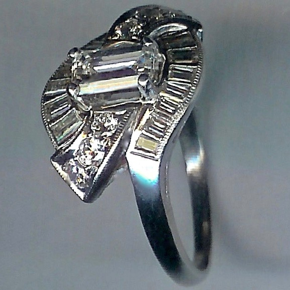 Stunning Vintage Diamond Ring. Cert'd Centre Stone - Click Image to Close