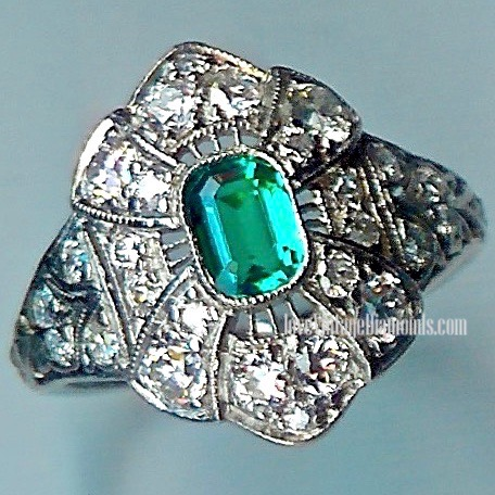 Fantastic Emerald & Diamond 29-st Cluster Ring