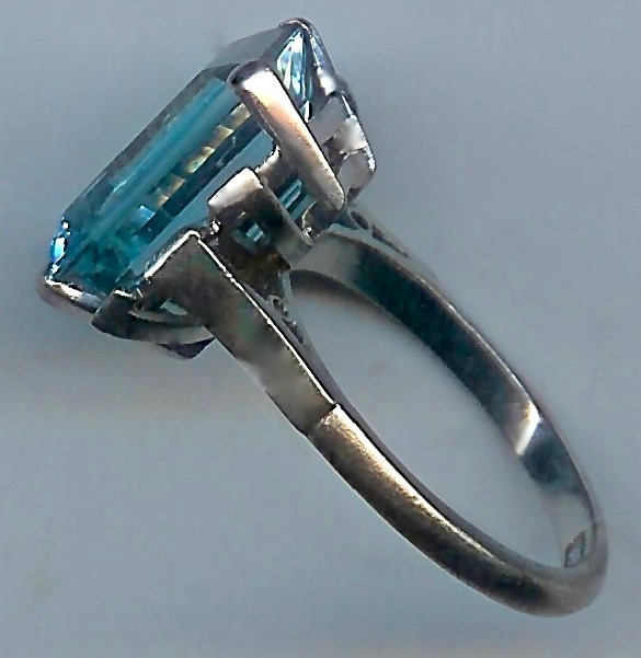 Exhilarating Aquamarine & Diamond Art Deco Cluster Ring