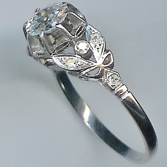 Truly Beautiful Vintage 1.00ct Diamond Ring.