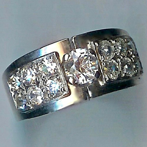 Wonderful Art Deco 1930's Diamond-set Band