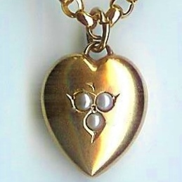 Sweet Pearl Heart-Shaped Pendant & Chain