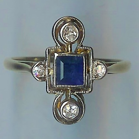 Delightful Sapphire & Diamond Art Deco Ring